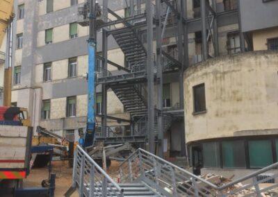 Policlinico Sassarese - Installazione fase 2 Scala di sicurezza antincendio - Lavorazione ferro e Acciaio in sardegna- Scale di sicurezza antincendio - scale in ferro - acciaio Nuova Sismet Srl