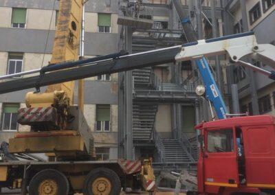 Policlinico Sassarese - Installazione fase 3 Scala di sicurezza antincendio - Lavorazione ferro e Acciaio in sardegna- Scale di sicurezza antincendio - scale in ferro - acciaio Nuova Sismet Srl