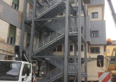 Policlinico Sassarese -Installazione fase 3 Scala di sicurezza antincendio - Lavorazione ferro e Acciaio in sardegna- Scale di sicurezza antincendio - scale in ferro - acciaio Nuova Sismet Srl